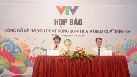 Ông Phan Ngọc Tiến - Giám đốc Trung tâm sản xuất các chương trình thể thể thao (trái) và ông Nguyễn Hà Nam - Trưởng ban thư ký biên tập, tại buổi họp
