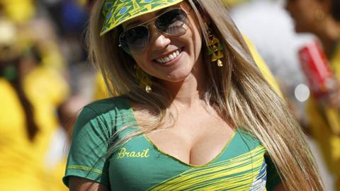 Nụ cười rạng rỡ của CĐV nước chủ nhà Brazil