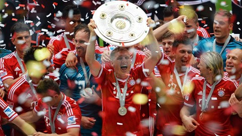 Bayern Munich khởi đầu chiến dịch bảo vệ ngôi vương bằng LTĐ khá căng thẳng
