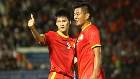 ĐT Việt Nam (áo đỏ) đã có trận thắng dễ trước ĐT Myanmar. Ảnh: Anh Tài