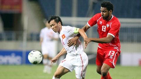 Tấn Tài (trái) đóng vai trò vô cùng quan trọng trong cách vận hành lối chơi của ĐT Việt Nam