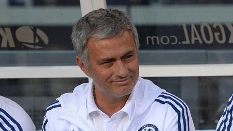 HLV Mourinho khuyên các cầu thủ nên thi đấu trung thực để giúp đỡ trọng tài