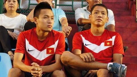 Hai cầu thủ Huy Toàn và Anh Đức (phải) vẫn chưa thể thi đấu ở vòng 20 V-League - Ảnh: Đỗ Tuấn