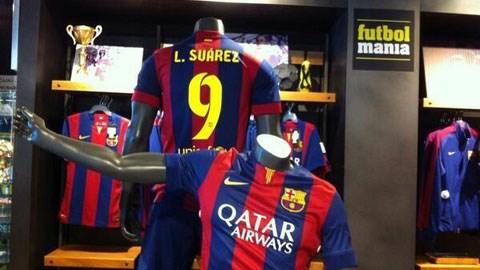 Áo của Suarez được bán ở cửa hàng Futbolmania
