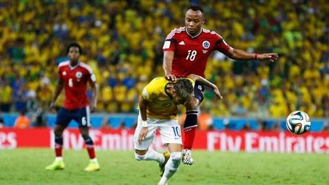 Cú va chạm khiến Neymar bị rạn cột sống