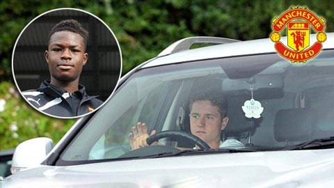 Herrera trên xe hơi đến sân tập Carrington