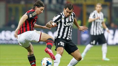 Những đối thủ lớn như Milan (trái) sẽ có cơ hội cắt mạch Scudetto của Juve