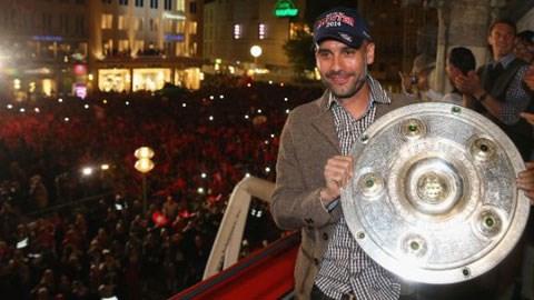 HLV Guardiola đã giành được Đĩa bạc (chức vô địch Bundesliga) ngay ở mùa giải đầu tiên dẫn dắt Bayern
