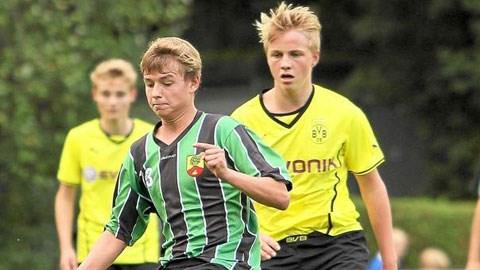 Felix Goetze (phải)
