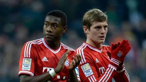Alaba sẽ được đôn lên đá tiền vệ thay thế Kroos (phải) vừa sang Real