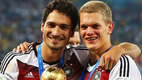 Ginter (phải) gia nhập Dortmund, mở đường cho Hummels?