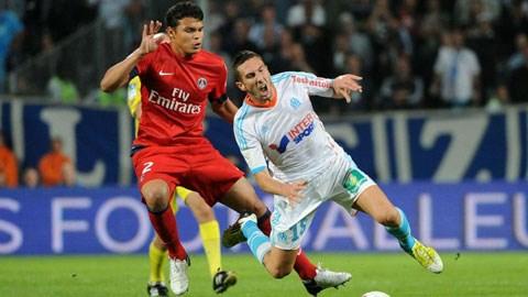 Marseille (áo sáng) đang bị xáo trộn sẽ khó làm nên chuyện trước Leverkusen