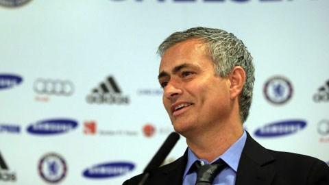 HLV Mourinho cho rằng Fabregas chỉ muốn chơi cho Chelsea chứ không quan tâm đến Arsenal