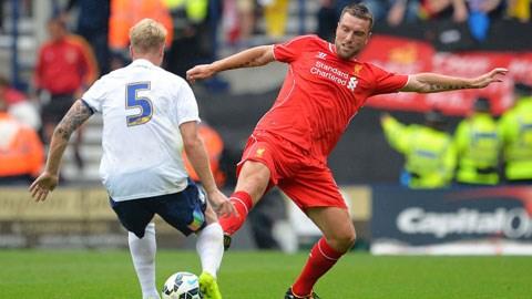 Tân binh Rickie Lambert (phải)có màn ra mắt không thuyết phục trong màu áo Liverpool