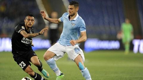 Lazio hiện hét giá Candreva (phải) tới 35 triệu euro