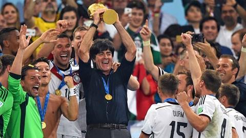 Sau khi vùi dập Brazil tới 7-1, HLV Joachim Loew vô cùng bất ngờ  khi vẫn được NHM nước chủ nhà chào đón