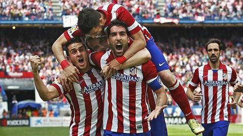 Raul Garcia (chính giữa) ăn mừng bàn thắng với các đồng đội