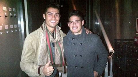 James Rodriguez chụp ảnh kỷ niệm với Cris Ronaldo