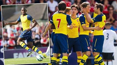 Diaby (ảnh nhỏ) thi đấu xông xáo trong chiến thắng ấn tượng của Arsenal