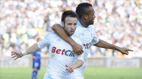 Valbuena muốn đến La Liga còn Jordan Ayew (phải) có thể sang Bundesliga