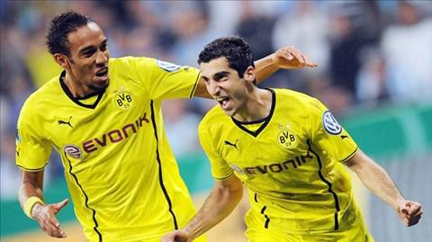 Phong độ thăng hoa của Mkhitaryan (trước) và Aubameyang đang kéo Dortmund tới những chiến thắng