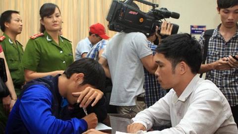 Cầu thủ Đinh Kiên Trung viết tường trình tại C45 Bộ Công An