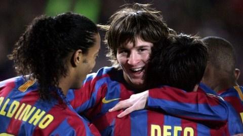 Messi, Ronaldinho và Deco từng chơi bóng cùng nhau từ 2004 đến 2008