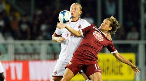 Milan hiện trả 12 triệu euro để mua Cerci (phải)
