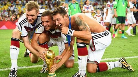 Mertesacker - Podolski - Oezil vẫn đang được nghỉ ngơi sau World Cup 2014