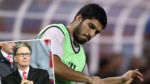 Luis Suarez đã giúp John W. Henry (ảnh nhỏ) thu được 75 triệu bảng