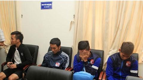 Các cầu thủ Đồng Nai tại cơ quan cảnh sát điều tra - Ảnh: Phan Tùng