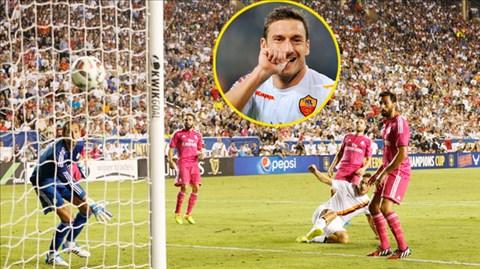 Pha ghi bàn duy nhất của Totti (áo sáng) giúp Roma đánh bại Real