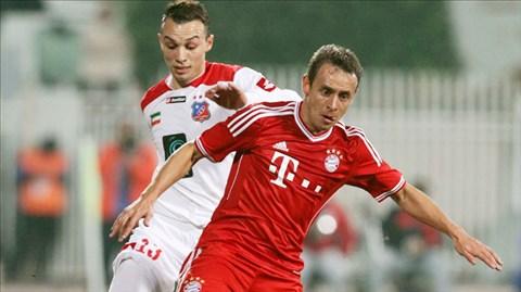 Một chiến thắng sát nút là mục tiêu Bayern (phải) hướng tới