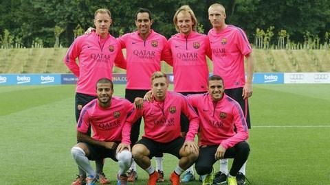Rafa Alcantara, Gerard Deulofeu, Jordi Masip (hàng dưới) và 4 tân binh mới gia nhập Barca trong mùa Hè năm nay