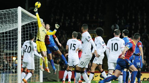 Mùa tới, De Gea không chỉ bắt bóng tốt mà còn phát động tấn công giỏi hơn nhờ sự chỉ bảo của HLV thủ môn mới Frans Hoek