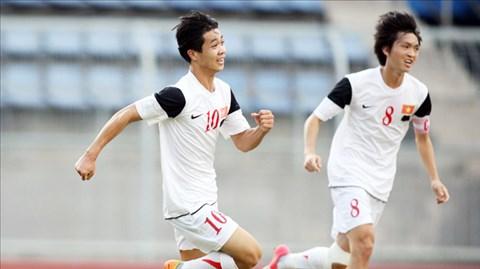 Công Phượng (10) và đồng đội quyết giành chiến thắng ngày ra quân dù đối thủ là U21 Singapore