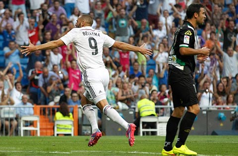 """Benzema ghi bàn trở lại sau 4 tháng """"tịt ngòi"""""""