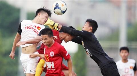 Các cầu thủ Olympic Việt Nam (áo sáng) đã giành chiến thắng trước CLB Hà Nội