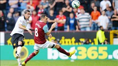 Van Gaal từ bỏ 3-5-2: Không nên!