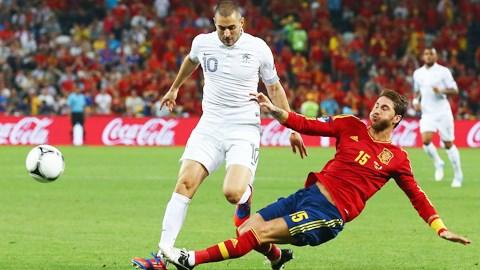 Ramos (phải) và đồng đội sẽ có một trận đấu khó khăn trong buổi giao thời