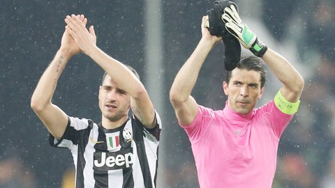Buffon (phải) và Bonucci là 2 trong số 8 cầu thủ từng thi đấu cho Juve được triệu tập vào ĐT Italia lần này