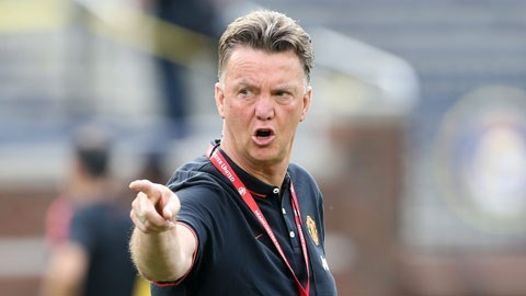 Dù chưa thắng được trận chính thức nào, Van Gaal vẫn đang kiên định cho M.U đá với sơ đồ 3-4-1-2