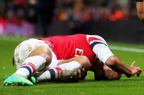 Tin Premier League (8/9): Chấn thương của Diego Costa không quá nghiêm trọng