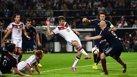 Mueller lập cú đúp giúp Đức thắng Scotland 2-1