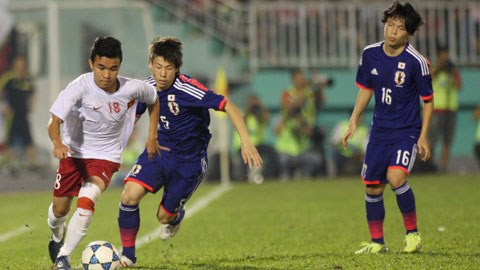 U19 Việt Nam (trái) và U19 Nhật Bản sẽ có một trận cầu tấn công tận hiến