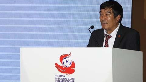 Phó Chủ tịch VFF Nguyễn Xuân Gụ phát biểu tại cuộc họp báo giới thiệu về giải - Ảnh: Đức Cường