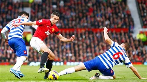 Van Persie (giữa) và đồng đội sẽ lại đánh bại QPR dễ dàng