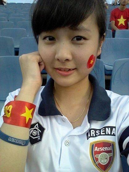 """Phát hiện: """"Crying girl"""" của U19 Việt Nam là fan Arsenal"""