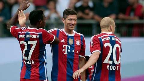 Lewandowski (giữa) mới chỉ có 1 bàn sau 5 trận chính thức vừa qua