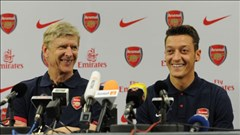 Wenger lại ra mặt bảo vệ Oezil